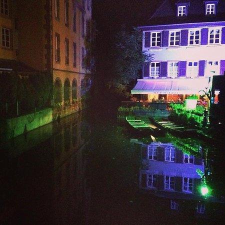 Hotel le Colombier : colmar at night