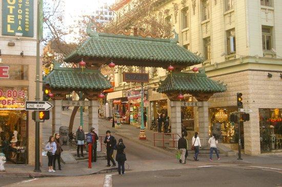 SF Plaza Hotel: Juste à côté de l'hôtel...