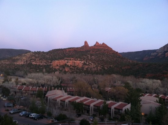 The Orchards Inn of Sedona: View at dusk, room 431, lovely
