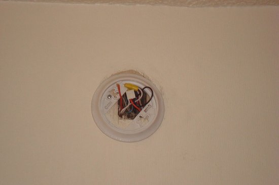Howard Johnson Inn Flagstaff University West : missing smoke detector