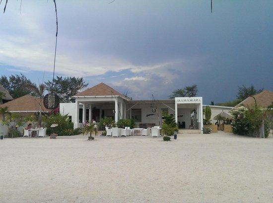 MAHAMAYA Gili Meno: Mahamaya from the beachside