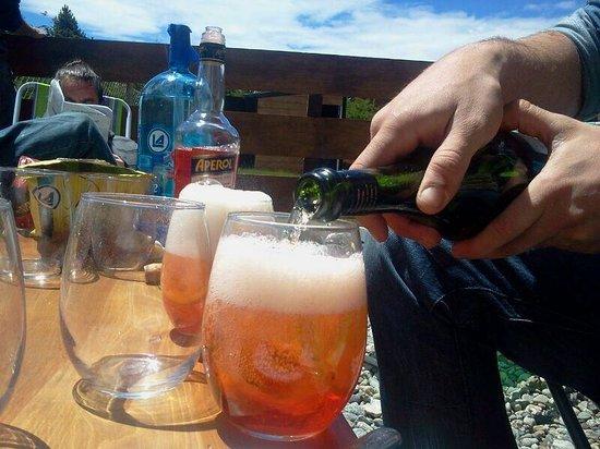 Kurtem Lodge: Spritz en Kurtem ! Hermosa tarde de sol y parrilla !