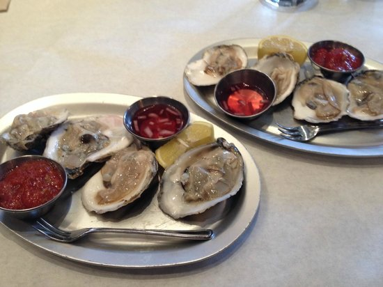 Logan Tavern : oyster appetizer
