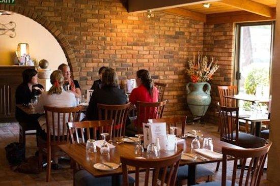 The Town House Motor Inn: Enjoy a lovely meal in our restaurant