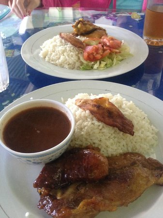 Restaurante Las Orquideas: Honey pork chop with rice & beans, chicken dish