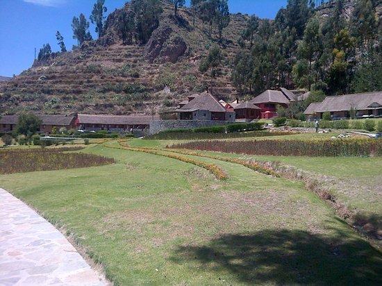 Colca Lodge Spa & Hot Springs - Hotel: Vista del hotel al mediodía