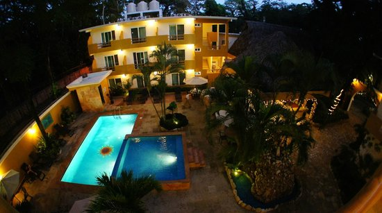 Hotel Chablis Palenque: Swimming pool
