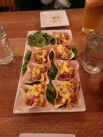 Bert & Ernie's Tavern and Grill: Jamaican wonton cups. Delicious!