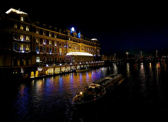 InterContinental Amstel Amsterdam: Hotel and canal