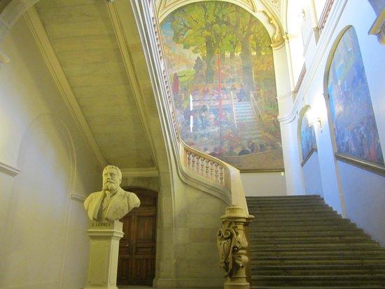 Place du Capitole : 入り口すぐの階段