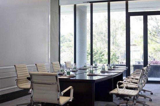 The Mulian Huadu Urban Resort Hotel: Function Room - boardroom setup