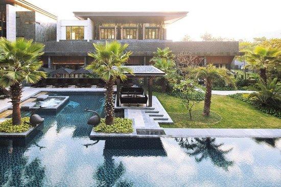 The Mulian Huadu Urban Resort Hotel: Pool