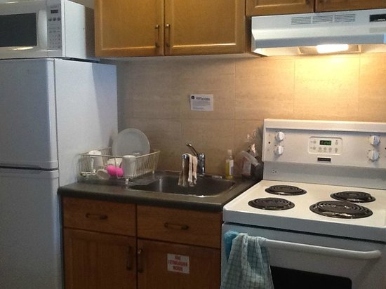 BEST WESTERN Jasper Inn & Suites: Awkward Kitchen