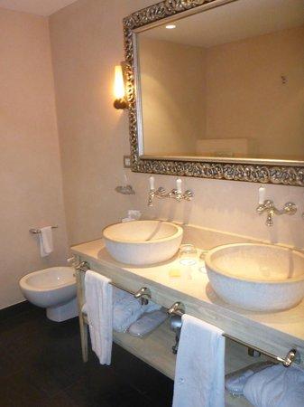 Hospes Las Casas del Rey de Baeza Sevilla: pretty bathroom