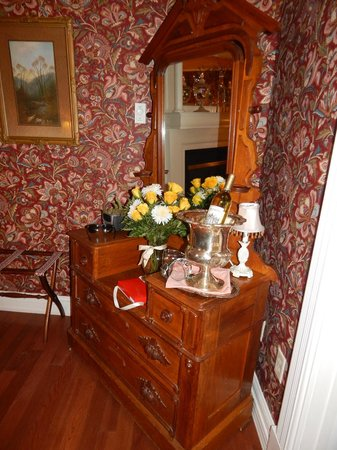 Cedar Crest Inn : romance package