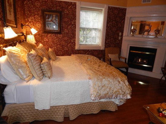 Cedar Crest Inn: bedroom serenity suite