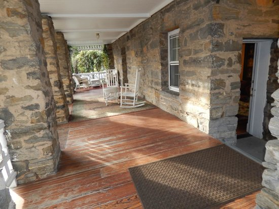 Cedar Crest Inn: private veranda of serenity suite