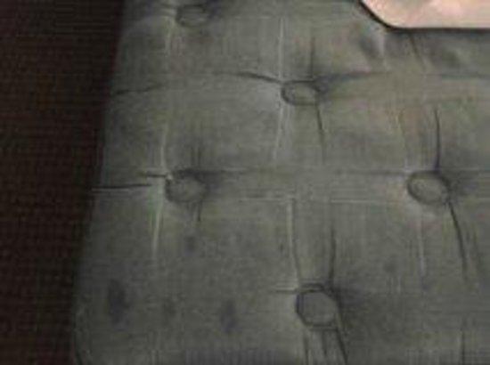 Rodeway Inn & Suites Bossier City: Filthy mattress