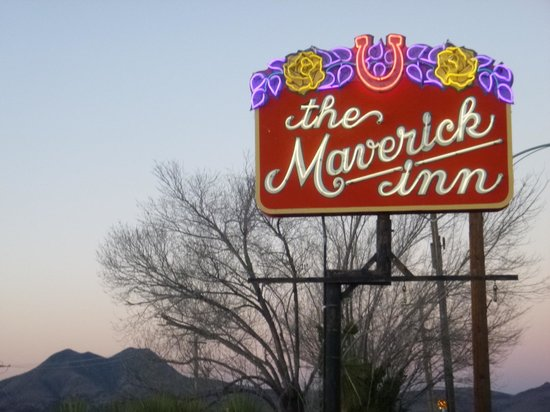 The Maverick Inn : Cool neon