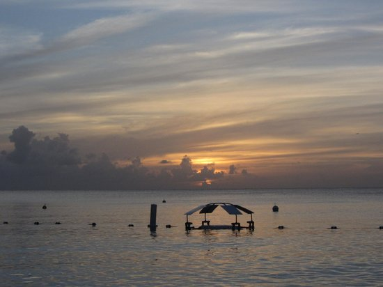 The Ritz-Carlton, Grand Cayman: Beach at sunset, notice the floating table which was awesome