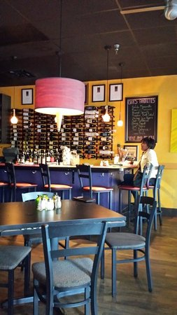 Bella Monica Italian Restaurant: Inside Bar Area