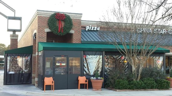 Bella Monica Italian Restaurant: Outside - Note Winter Shelters