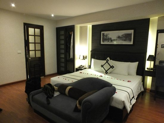 Hanoi Moment Hotel: Lower room - Penthouse with wardrobe