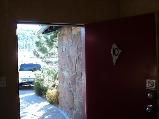 Canyon Motel & RV Park: Looking out of front door