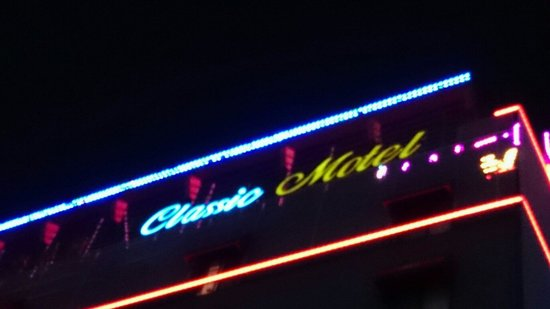 Classic Motel: View from street.
