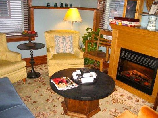 Mama D's Coffee: Just like Grandma's sitting room