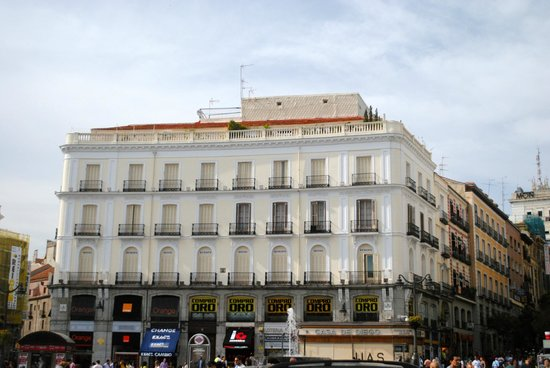 Hotel Europa : View of hotel from Puerta del Sol