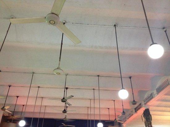 El Pollon Restaurant : Old ceiling full with fans/ventilators.