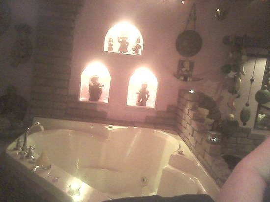 Mariaggi's Theme Suites Hotel and Spa: mexico hot tub