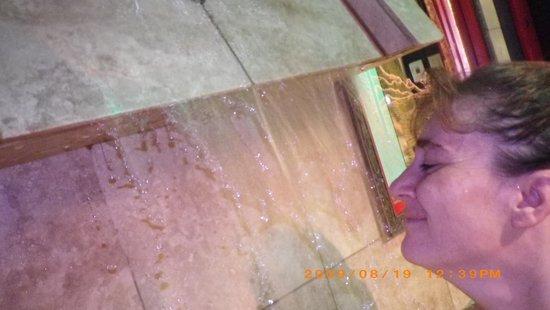Mariaggi's Theme Suite Hotel & Spa : india waterfall hot tub