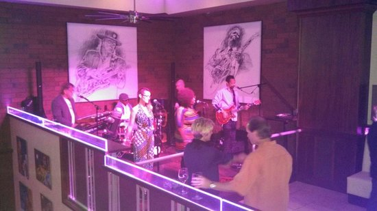 The Mix Bistro : Fast Lane performs live