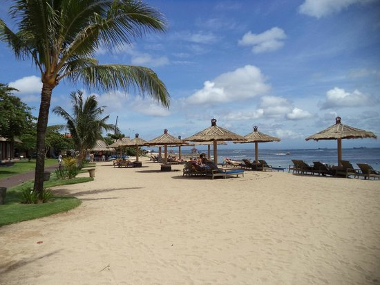 Bali Tropic Resort and Spa: beach
