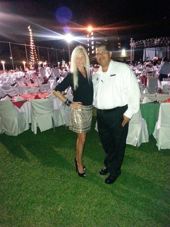 Azul Ixtapa Beach Resort & Convention Center: Excellent Restaurant Manager Jose Emilcar