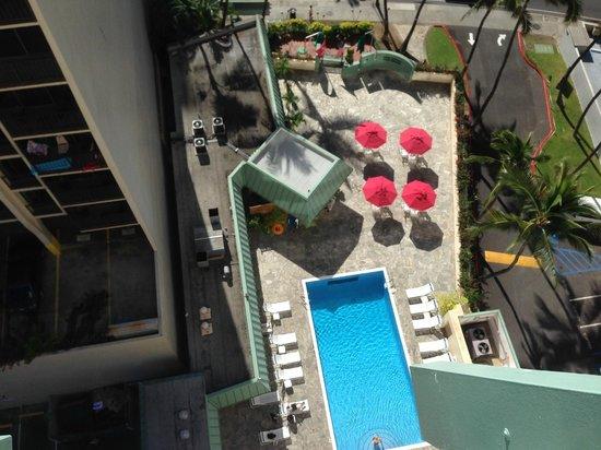 Ramada Plaza Waikiki : Pool view from floor 17 balcony room