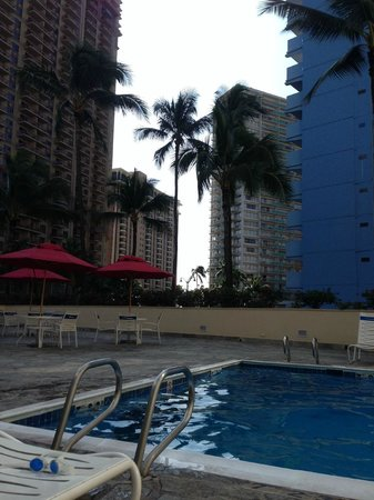 Ramada Plaza Waikiki: By the pool view
