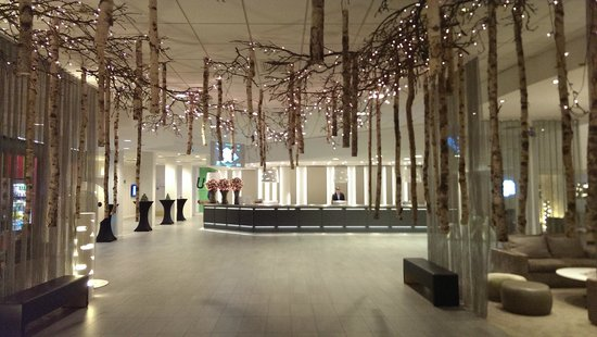 Holiday Inn Brussels Airport : Lobby area decorated for Christmas