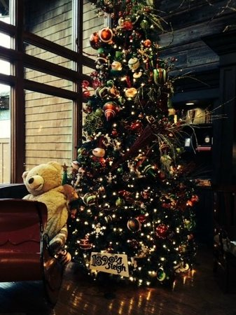 Alderbrook Resort & Spa: Lobby Christmas tree