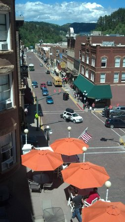 Silverado Franklin Historic Hotel & Gaming Complex: View of Main St and Hotel veranda from our room