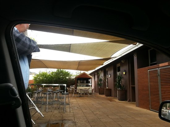 The Grove Grill: Outdoor area would be good on a summers day - a little cold for the middle of winter.
