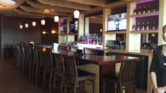 Great Woods Mandarin: Newly renovated with a big bar & a hot & cold buffet.