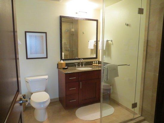 Marriott's Kauai Lagoons - Kalanipu'u: Bathroom for 2nd bedroom/living room
