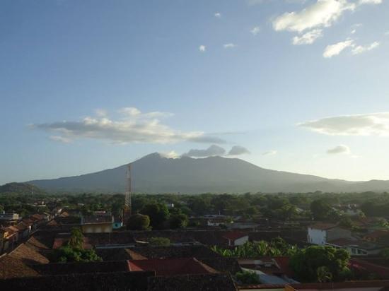 Iglesia de La Merced: Views of the volcano from the top