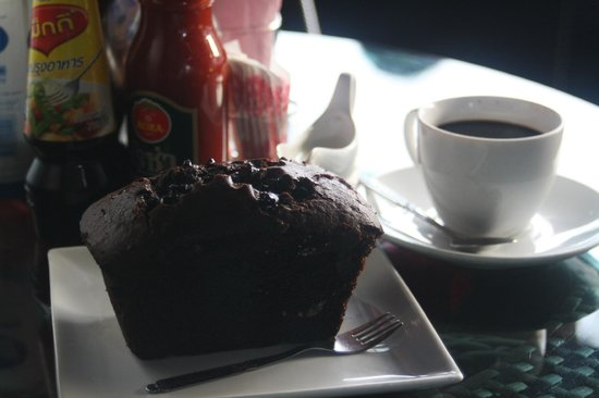 Luang Prabang Bakery: Chocolate muffin