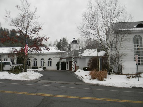 The Copperfield Inn Resort : Front entrance