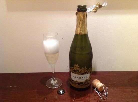 Amora Hotel Jamison Sydney: 12月31日に部屋にスパークリングワインが届けられました