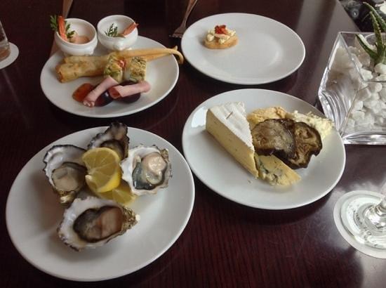 Amora Hotel Jamison Sydney: ジャミソンクラブラウンジでは美味しい生牡蠣も食べ放題でした
